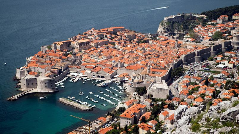 La belle Dubrovnik avec ses toits oranges et ses remparts a servi de décor à la ville fictive de Port-Réal.