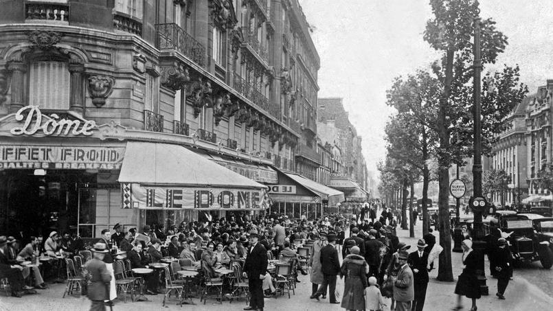 Café  Le Dome à Montparnasse vers 1935.