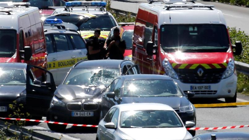 Repéré par la police, le véhicule en cavale, une BMW, sera immobilisé sur l'autoroute A16 aux environs de Marquise, dans le Pas-de-Calais, et son conducteur arrêté.