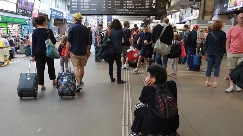 Peu après la panne qui avait paralysé Montparnasse, la SNCF annonce un plan de rénovation pour améliorer l'expérience en gare.