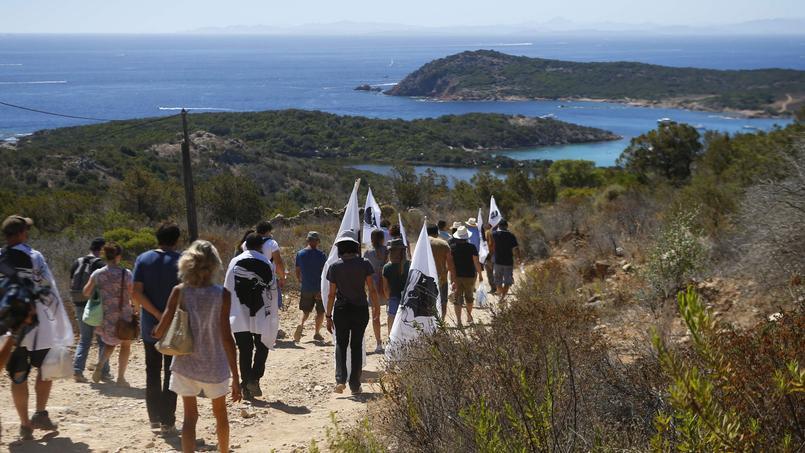 Rassemblement pour la démolition des villas de Pierre Ferracci — Corse