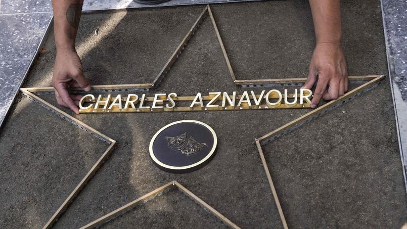 Hollywood rendra hommage à Charles Aznavour, le 24 août prochain. À 93 ans, le chanteur continue de se produire sur les scènes du monde entier.
