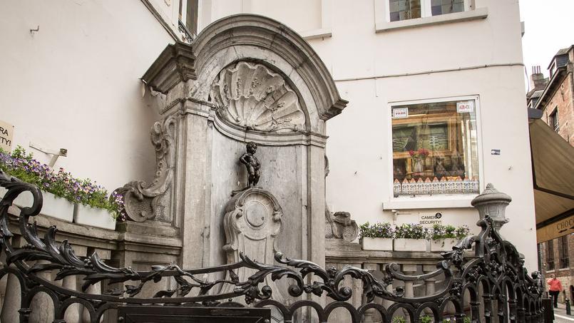 À Bruxelles, le Manneken-Pis trop fort arrose les passants