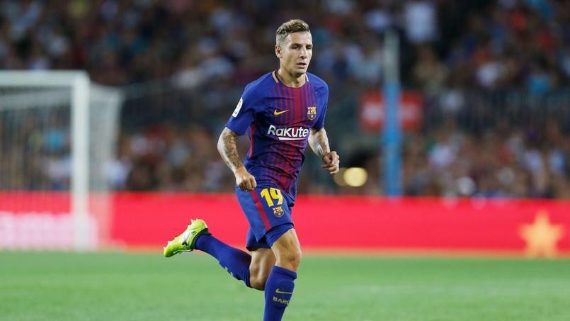 Lucas Digne avec le maillot du FC Barcelone.