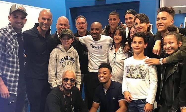 Soprano entouré de Zidane et de sa famille dans les loges du stade Vélodrome, samedi soir.