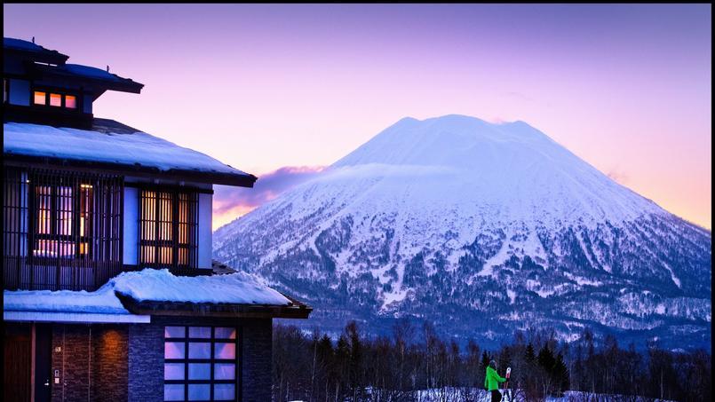Niseko skier au dessous du volcan for Au jardin d ozanne
