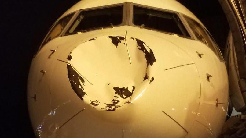 L'avion de l'équipe d'Oklahoma endommagé en plein vol — Grosse frayeur