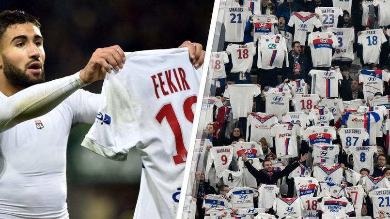 Les supporters lyonnais imitent Fékir en brandissant leur maillot