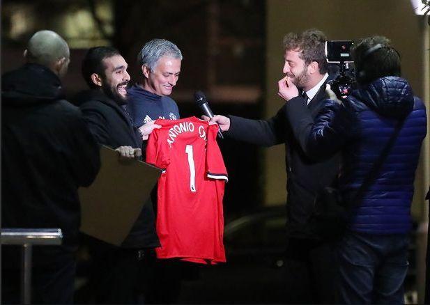 Mourinho confirme les négociations avancées avec Alexis Sanchez