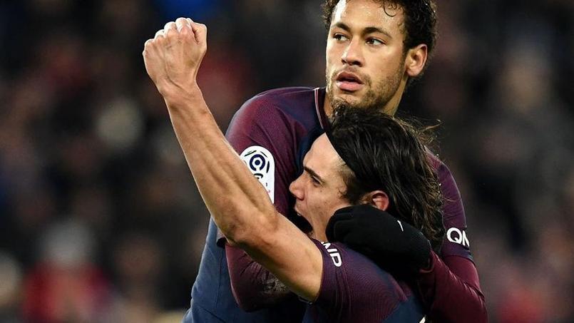 Cavani offre le penalty à Neymar avant une longue accolade