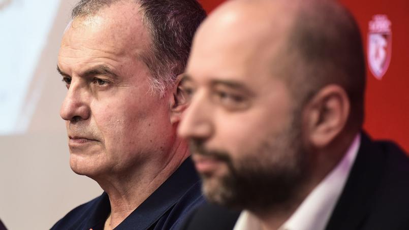 En arrière-plan, Marcelo Bielsa en compagnie de Gérard Lopez, président du Losc.