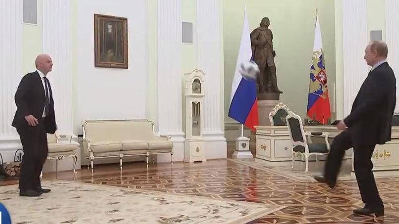 A 100 jours du Mondial, Vladimir Poutine jongle avec Gianni Infantino