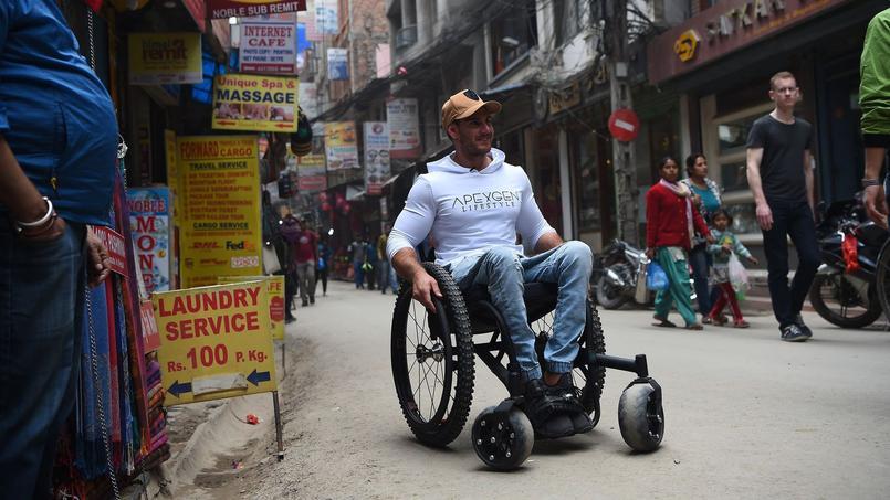 Scott Doolan dans les rues de Katmandu.
