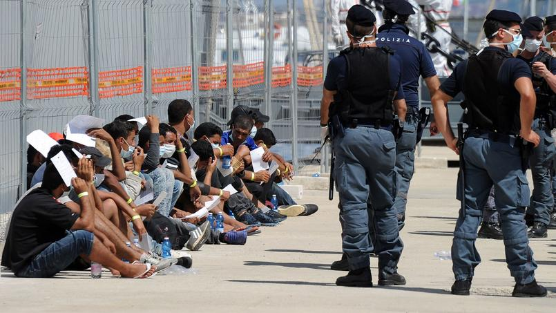 Immigration : les thèses à rebours de Stephen Smith, l'africaniste cité par Macron