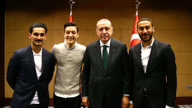 La photo d'Özil et Gundogan avec Erdogan fait polémique en Allemagne