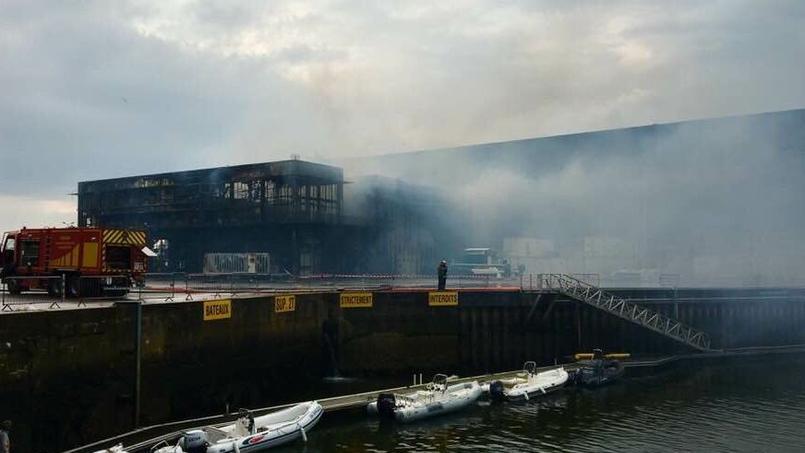 Coupe de l'America : le bâtiment du défi français ravagé par un incendie