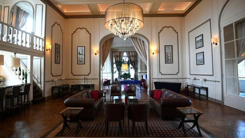 Les meubles de l'équipe de France à Clairefontaine vendus aux enchères
