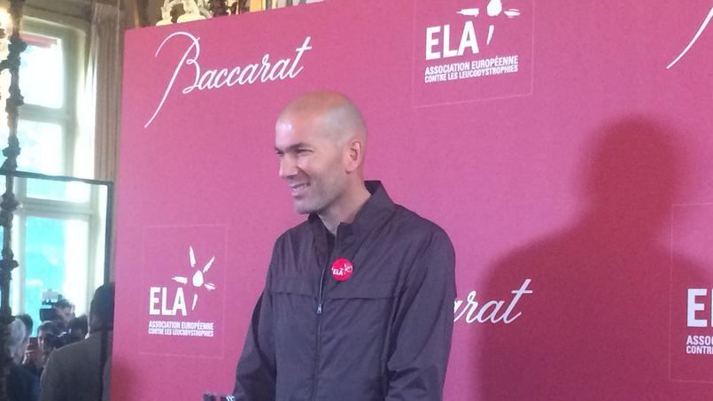 Zidane vend son pied en cristal au profit de l'association ELA