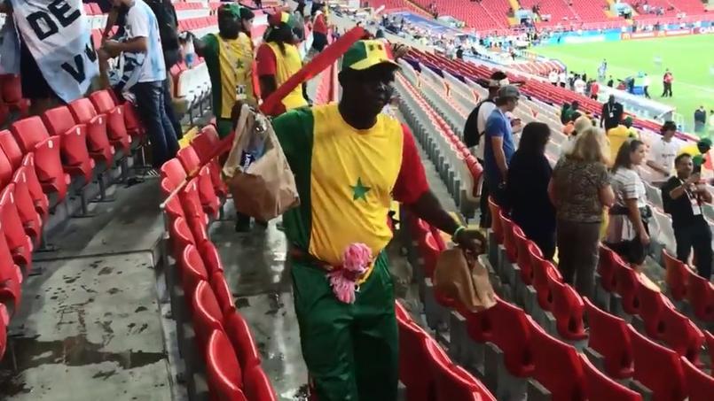 Coupe du monde 2018 : les supporters japonais et sénégalais nettoient les tribunes