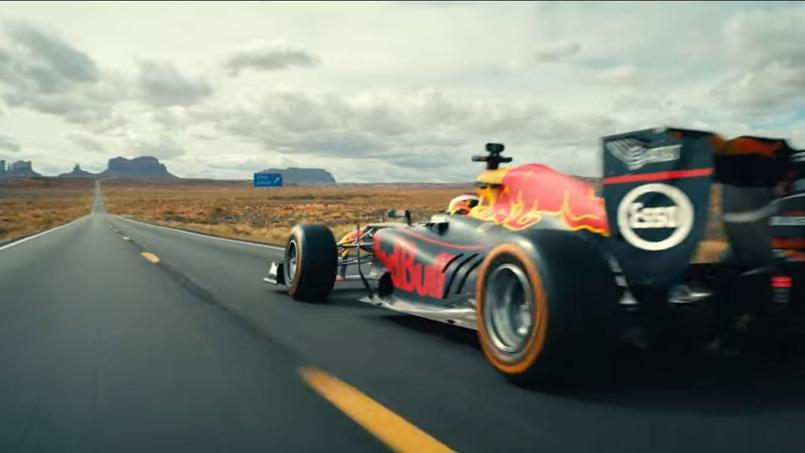 Les images insolites de Daniel Ricciardo en Formule 1 dans la Monument Valley