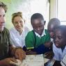 La fondation LifeWildLive mise sur l'éducation afin de sensibiliser les communautés et principalement les enfants à la protection de l'environnent et la préservation de la biodiversité.