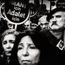 Les braises brûlent réunies, Istanbul, Turquie, 2008Manifestation lors du premier anniversaire de l'assassinat du journaliste arménien Hrant Dink, réunissant des militants turcs, kurdes, syriaques et arméniens réclamant justice.