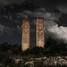 Croix de pierre, région de Tercan, Turquie, 2011Massives stèles arméniennes en tuf (khatchkar, XIIe siècle). Afin d'effacer toute trace de la présence des Arméniens dans le Nakhitchevan (Caucase) — région arbitrairement cédée en 1921 par Staline à l'Azerbaïdjan —, les autorités azéries détruisirent totalement, entre 1998 et 2005, l'un des plus grands cimetières arméniens composé de plus de 3000 stèles.