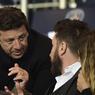 L'acteur, en grande discussion avec un autre fan du PSG, Patrick Bruel.