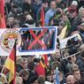La chancelière allemande Angela Merkel est la cible privilégiée des sympathisants de Pegida en raison de sa politique d'ouverture à des centaines de milliers de migrants ces derniers mois, que Pegida perçoit comme une menace pour l'Allemagne.