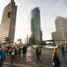 Au sud-est de l'immense parc du Tiergarten, la Postdamer Platz est le cœur du quartier des affaires. Cette place emblématique représente aujourd'hui le symbole de la renaissance de la capitale allemande.