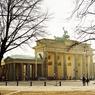 Sur la Pariser Platz, la célèbre porte de Brandebourg, symbole de la ville de Berlin.