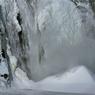 Entre fleuve et falaises, l'imposante chute Montmorency domine le paysage. Avec ses 83 mètres de hauteur, soit 30 mètres de plus que les chutes du Niagara, c'est un des sites les plus spectaculaires de la province.