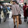 Il a fait jusqu'à 22,2°C à New York, du jamais vu dans la ville pour un 24 décembre depuis... 1871. Ce temps faisait la joie des promeneurs à Manhattan, dont certains se promenaient en short en dépit d'un ciel couvert.