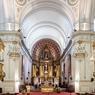 Au centre de la capitale uruguyenne, plaza Matriz, se dresse la cathédrale de Montevideo. L'architecture extérieure de l'édifice, très sobre contraste avec l'intérieur plus détaillé et ornementé.