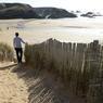 En hiver, les îles bretonnes retrouvent leur solitude. A Belle-Ile-en-mer, la plage de Donnant s'étend comme un merveilleux rêve de sable blanc.