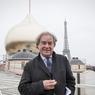Jean Michel Wilmotte lors de la pose du grand dôme sur le toit de la nouvelle église du centre spriituel et culturel orthodoxe russe en construction au Quai Branly.