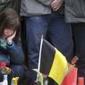 RASSEMBLEMENT. Des milliers de personnes ont observé une nouvelle minute de silence ce jeudi 24 mars, au troisième jour de deuil national, dans plusieurs villes du pays et notamment en différents endroits de la capitale belge, comme ici place de la Bourse, transformée en mémorial aux victimes. Quarante-huit heures après les attentats coordonnés à l'aéroport et dans le métro de Bruxelles, seule l'identité de quatre des 31 morts a pu être établie, sans que les corps aient été formellement identifiés, témoignant de la difficulté du travail d'identification des victimes, selon une porte-parole du parquet de Bruxelles, Ine Van Wymersch.