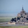 Le Mont-Saint-Michel, un haut lieu de pèlerinage depuis des siècles, est un des sites les plus visités de France.