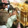Les reliques de Sainte-Thérèse-de-l'enfant-Jésus font l'objet d'une dévotion particulière.