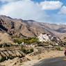 Légèrement à l'écart de la vallée de l'Indus, le monastère de Likir abrite une centaine de moines Guélougpas. La secte des Bonnets jaunes est très présente dans tout le monde tibétain, le dalaï-lama en est une des plus hautes figures spirituelles.