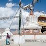 Stupas, ou chortens, dans la ville de Leh. Ce monument sacré, que l'on contourne toujours par la gauche, est un élément familier du paysage ladakhi.