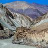 Un bout du monde au cœur d'une vallée magnifique, les eaux tumultueuses de la rivière Zanskar coulent au fond d'une spectaculaire gorge rocheuse.