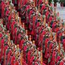 L'ASIE FÊTE SES ANCÊTRES. Ce lundi 4 avril, la Chine, Hong-Kong, Macau et Taïwan célèbrent le Tomb Sweeping Festival (ou Qingminp Festival), journée de commémorations et d'hommages dédiés aux ancêtres. Cette fête nationale, qui se déroule 107 jours après le début de l'hiver, regroupe des milliers de personnes venues se recueillir sur les tombes de leurs aïeux. Les monuments funéraires sont alors ornés de fleurs et les familles viennent s'y prosterner en signe de respect. En Chine, les participants de la province de Shaanxi (ici en costumes traditionnels) célèbrent Xuan Yuan, « the Yellow Emperor » (l'Empereur jaune), considéré pour beaucoup comme l'ancêtre du peuple chinois.