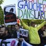 MOBILISÉS. Déterminés à obtenir le retrait d'un projet de réforme du droit du travail «inacceptable», salariés et étudiants sont à nouveau descendus dans la rue ce jeudi 28 avril à l'appel de sept syndicats, pour la quatrième fois en deux mois et à quelques jours de l'examen du texte au Parlement. A Paris (ici en image) ou en région, ils étaient nombreux à manifester banderoles et pancartes à la main.