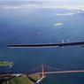 RETOUR GAGNANT.Après une interruption technique de dix mois, au Japon, pour réparer ses batteries endommagées, l'avion solaire Solar Impulse s'est posé sans encombre le 23 avril dernier en Californie, complétant ainsi sa traversée du Pacifique, la partie la plus périlleuse de son tour du monde commencé le 9 mars 2015 au départ d'Abu Dhabi. Utilisant uniquement l'énergie du soleil, l'appareil révolutionnaire du Suisse Bertrand Piccard, 58 ans, et de son compatriote André Borschberg, 63 ans, qui se relaient à chaque étape pour accomplir à tour de rôle les longs vols solos, avait quitté soixante heures plus tôt l'archipel américain de Hawaï. L'avion va poursuivre sa traversée des Etats-Unis jusqu'à New York, avant de survoler l'Atlantique, direction l'Europe puis Abu Dhabi.