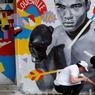 UNE LÉGENDE S'EST ÉTEINTE. L'ancien champion du monde de boxe, Mohamed Ali, s'est éteint le 3 juin 2016 à l'àge de 73 ans, victime de la maladie de Parkinson qui le rongeait depuis des années. Les hommages se sont multipliés pour honorer la mémoire de cette véritable légende qui continue à faire rêver les jeunes sportif. Plusieurs commémorations ont ainsi eu lieu à Louisville (Kentucky), son lieu de naissance et de ses premiers combats dans le monde de la Boxe.
