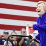 HISTORIQUE. La démocrate Hillary Clinton, ici en meeting à Long Beach en Californie, a passé, ce lundi 6 juin, la barre du nombre de délégués lui assurant de devenir la première femme à briguer la Maison Blanche pour un grand parti américain, selon l'estimation de plusieurs médias. Son adversaire Bernie Sanders a immédiatement réagi, affirmant dans un communiqué qu'Hillary Clinton ne pouvait s'arroger l'investiture avant un vote à la convention démocrate prévue en juillet.