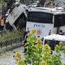 NOUVELLE ATTAQUE. Ce mardi matin, un attentat meurtrier a de nouveau touché la ville d'Istanbul en Turquie. Le président turc Erdogan a désigné les rebelles kurdes comme responsables de l'attentat. Le bilan provisoire est de 11 morts et 36 blessés. L'attaque s'est déroulée à l'heure de pointe dans le quartier commerçant de Vezneciler.