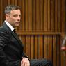 VERDICT ? Oscar Pistorius s'est rendu ce lundi matin à la Haute Cour de Pretoria qui doit décider, à la fin de la semaine, de la peine encourue par l'athlète paralympique. Reconnu coupable du meurtre de sa petite amie, Reeva Steenkamp, le champion sud-africain n'était pas en état de témoigner selon un psychologue appelé par la défense. Celui-ci a jugé que le sportif présentait des signes de dépression et qu'il devrait être hospitalisé.