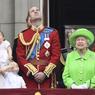 PARADE ROYALE. Elizabeth II fêtait officiellement ses 90 ans ce weekend. La reine a passé ses troupes en revue au cours de la parade annuelle, Trooping the Colour, en l'honneur de son anniversaire. Elle s'est présentée au balcon du palais royal de Buckingham, entourée de sa famille et notamment de ses arrière-petits-enfants, pour assister au défilé aérien de la Royal Air Force.